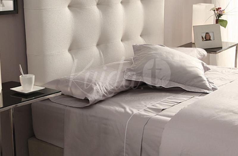 Ropa de cama contraste color gris perla