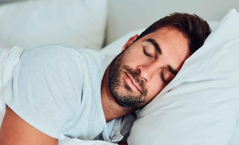 Para qué lado es mejor dormir